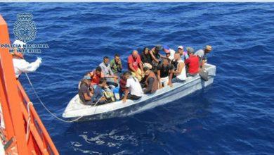 Photo of الحرس المدني الإسباني ينقذ 17 مهاجراً سرياً بينهم فتاتان قاصرتان