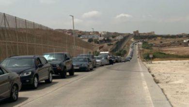 Photo of بالصور.. قرابة ألف سيارة وصلت إلى مليلية المحتلة في انتظار دخول المغرب