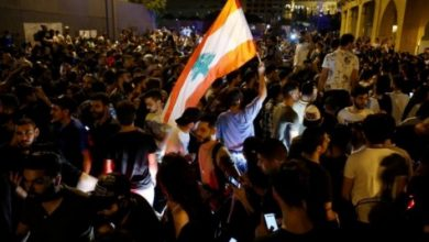 Photo of لبنان .. احتجاجات المواطنين بعد فرض الحكومة رسوماً على الاتصالات عبر الانترنت