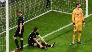 Photo of مدافع ينقذ مرماه من هدف بأعجوبة بعد انفراد ثلاثة لاعبين ( فيديو )