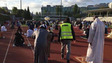 Photo of في ظروف إستثنائية… المسلمون بإيطاليا يُؤَدُّون شعائر صلاة العيد  مرتدين الكمامات ومطبقين التباعد