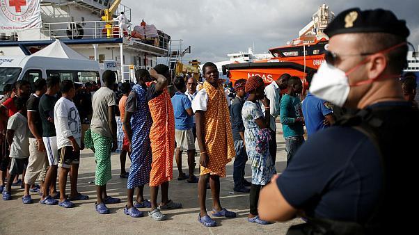 إيطاليا تخطط لطرد المهاجرين السرّيين المغاربة الذين حلوا بها منذ بداية وباء كورونا
